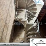 corrimão de escada de ferro galvanizado em empresas Gopoúva