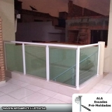 empresa de guarda corpo alumínio com vidro verde Bragança Paulista