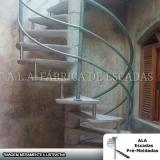 escada caracol com corrimão de ferro Recanto Bom Jesus