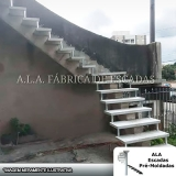 escada em l com viga central Água Chata