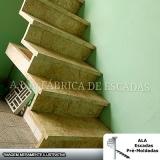 escada em l de concreto Embu das Artes