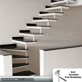 escada em l para residência Cotia
