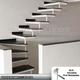 escada interna para sala Ferraz de Vasconcelos