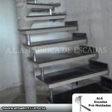 escada pré moldada com mármore Santa Isabel