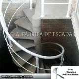 escada caracol com corrimão de alumínio
