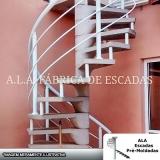 escada caracol com corrimão