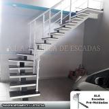 escadas em l vazadas Jardim Aracília