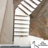 escadas espinha de peixe em concreto Jardim Maria Helena