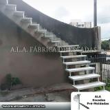 escada espinha de peixe de concreto