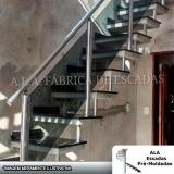 fábrica de corrimão de escada de ferro galvanizado em empresas Vila Ristori