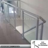 guarda corpo em vidro e alumínio Vila Barros